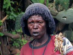 Konso woman (Linda DV) Tags: africa street travel portrait people face canon geotagged candid culture tribal clothes ethiopia tribe ethnic minority 2010 ethnology travelphotography travelportrait konso powershots5is minorité konzo minderheid lindadevolder
