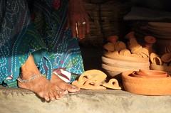 (Sita28) Tags: blue red orange woman india ceramica texture beauty vintage pie design mujer asia ceramics market handmade pots mercado cups pottery plates costumbres jaipur belleza indianlight