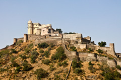 The magic of Kumbalgarh, Rajasthan, India (fabriziogiordano23) Tags: trip travel india holiday castle wall asia fort magic journey indie mura viaggio vacanza forte rajasthan inde magia indland    kumbalgarh  beautifulphoto   flickraward  flickrestrellas