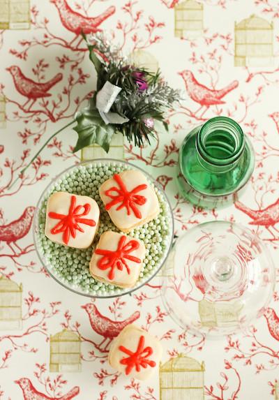 christmas_present_macarons-3