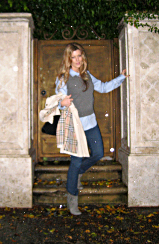 burberry trench+sweater vest+preppy+modern preppy+raining
