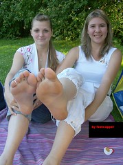 feet shots 050 (fcfoto1) Tags: door girls feet girl foot toes models next barefoot barefeet amateur soles spontaneous barfuss sohlen fse barfus footmodels footshooting
