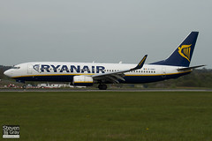 EI-DWV - 33627 - Ryanair - Boeing 737-8AS - Luton - 100428 - Steven Gray - IMG_0525