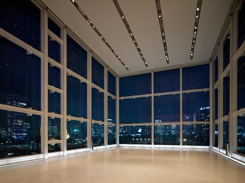 Espace Louis Vuitton Tokyo at night
