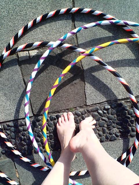 hoops & feet