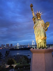 Liberty in Tokyo (alexbaxterca) Tags: bridge night canon landscape tokyo tokyotower rainbowbridge statueliberty 450d odaibaisland
