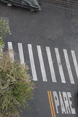 Pare! (laosinvisiveis) Tags: carro parar placadetrnsito sinalizao faixadepedestre