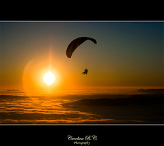 El primer intent ... // El primer intento ... (carolina b. (Karol)) Tags: sunset sun sol fog atardecer persona fly huesca flare niebla parapente volar boira capvespre elgrado 16012011 0243c