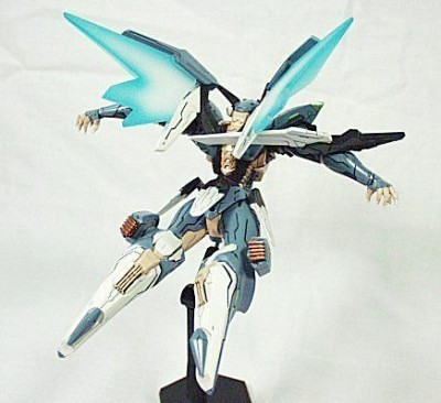 Revoltech-Zone-Of-Enders-Jehuty-09_1295134737 400x366