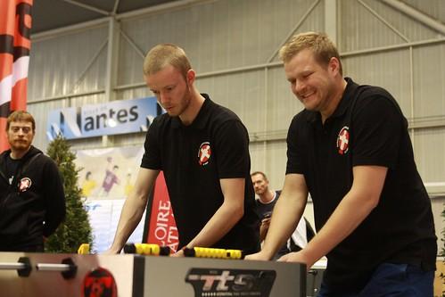 joueurs danois en action avec logo ville de nantes