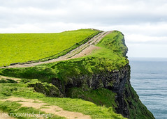 CLIFFS OF MOHER TRAIL (PHOTOGRAPHY|bydamanti) Tags: countyclare ireland ie cliffsofmoher cliffs coast trail ocean
