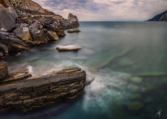 Gulf of Poets (Mat Viv) Tags: canon canon760d canont6s canoneos760d canoneost6s sigma sigma1750mmf28 eos rebel outdoors panorama panoramic water sea reflections shallow rocks foam surf longexposure wideangle horizon sky clouds dusk twilight blue green transparent depthoffield nature natural naturalilight travel italy portovenere liguria beauty beautiful gulfs bay gulf seaside poets byron