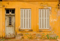 855 (Paulo Heuser) Tags: door window yellow brasil ventana puerta nikon bresil fenster portoalegre brasilien finestra amarillo amarelo gelb giallo porta janela porte riograndedosul tr brasile fenetre d3000 montijoverdeamarelo dwwg
