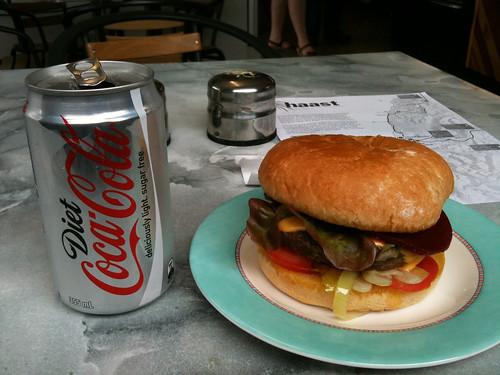 マクドナルド以外で初めて食べたこの国のハンバーガー