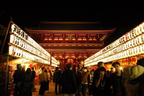 walking down the street in Asakusa by asihsimanis
