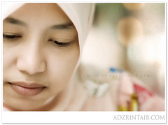AT_LV00 (rinz | adzrintaib.com) Tags: backlight nikon adobephotoshop dof bokeh availablelight ambientlight naturallight tone sandisk potraits openwide cs3 primelens d80 nikkorafd85mmf18