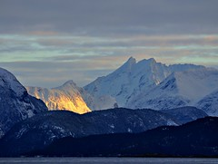 Late evening sunshine between Romsdalen mountains (ystenes) Tags: mountains norway norge fjord 1001nights molde fjell soriamoria romsdal romsdalsfjella storevengetind mygearandmepremium mygearandmebronze mygearandmesilver mygearandmegold mygearandmeplatinum mygearandmediamond romsdalsfjell musictomyeyeslevel1 rememberthatmomentlevel1 rememberthatmomentlevel2 rememberthatmomentlevel3