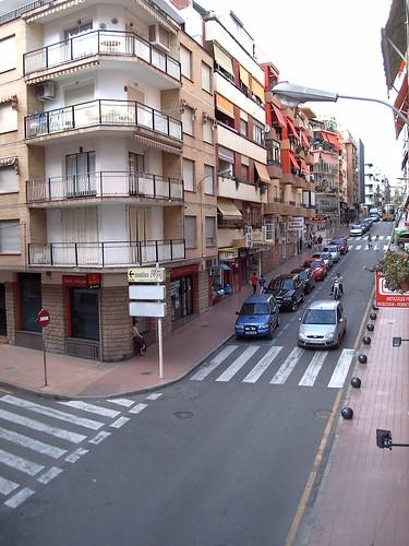 En plena calle Almendros de Benidorm. Infórmese sin compromiso en su agencia inmobiliaria Asegil. www.inmobiliariabenidorm.com