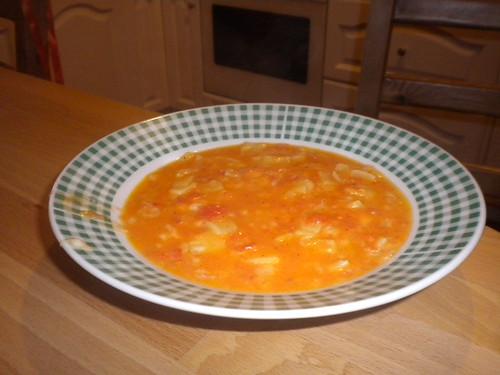 Ντοματόσουπα με χυλοπίτες