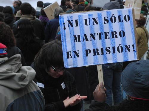 pancarta: ¡ni un solo mantero en prisión!