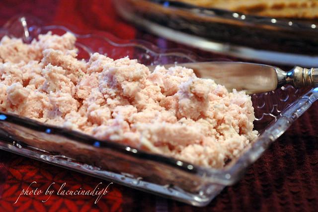 Grissini di parmigiano reggiano e patè di prosciutto ed acciughe