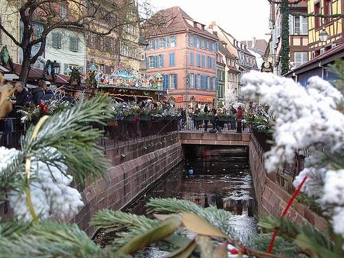 holiday market, Colmar, Alsace, FR (by: Remi Stosskopf, public domain)