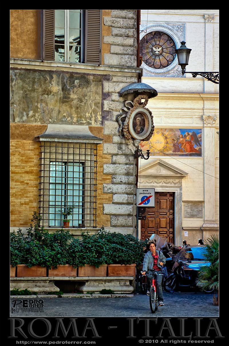 Roma - Vírgenes en las esquinas