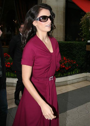 Penelope Cruz wearing Bvlgari 8012 fashion sunglasses
