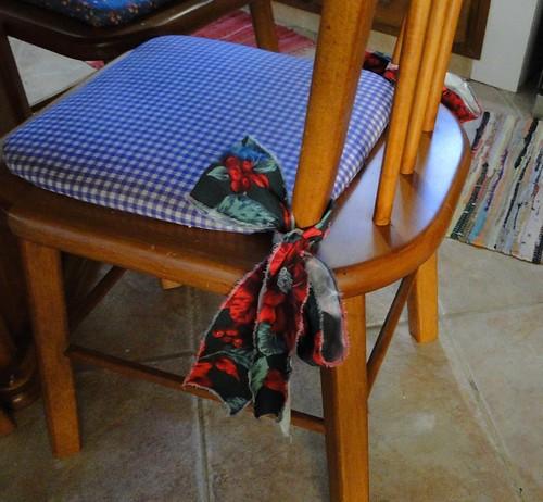 Cadeira com laço de tecido