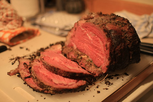 Carving the prime rib roast