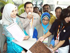 At the Let's Eat Cake campaign with Rasah MP Anthony Loke