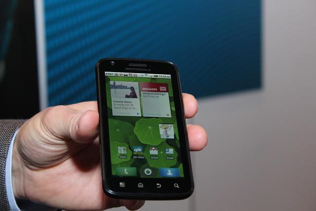 hands on motorola atrix and lapdock updated with video neowin rh neowin net AT&T Motorola Atrix Motorola Atrix Unlocked