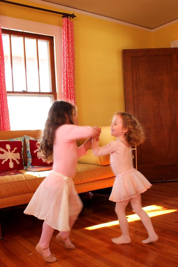 dancing girlies