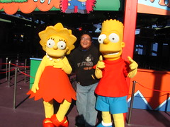 Meeting Lisa and Bart near The Simpsons Ride (Loren Javier) Tags: california me losangeles simpsons universalcity characters thesimpsons universal universalstudios bartsimpson lisasimpson universalstudioshollywood lorenjavier
