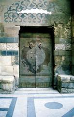 Madrassa sultan Barquq (wsrmatre) Tags: africa door urban architecture arquitectura puerta islam egypt egipto islamicarchitecture arquitecturaislmica architectureislamique ericlpezcontini ericlopezcontini ericlopezcontinifoto ericlopezcontiniphoto ericlopezcontiniphotography wsrmatrephotography wsrmatre