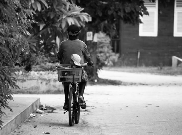 La Digue : tous à vélo ! par Franck Vervial