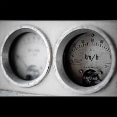 Km/h (ma[mi]losa) Tags: nikon d200 stazione fse treni kmh 2011 abbandonati vagoni zollino ferroviesudest mamilosa micheledefilippo