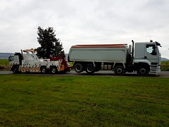 Volvo FM12 Rear Suspend Towing An 8 Wheeler Tipper From Penderyn (JAMES2039) Tags: volvo fm12 tow towtruck truck lorry wrecker heavy underlift heavyunderlift 8wheeler 6wheeler rear rearsuspend tipper ca02tow cardiff rescue breakdown ask askrecovery recovery renault premium penderyn merthyr