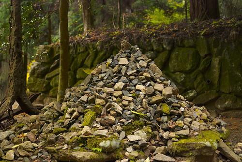 積み上げた石