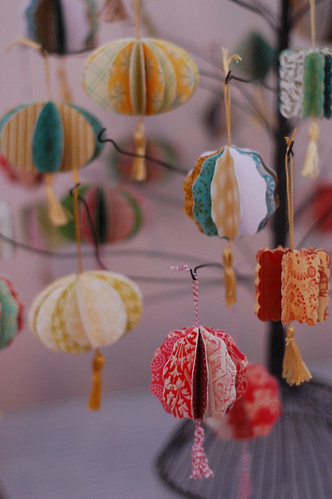 Laurie_Cinotto_Ornament_Tree_Detail