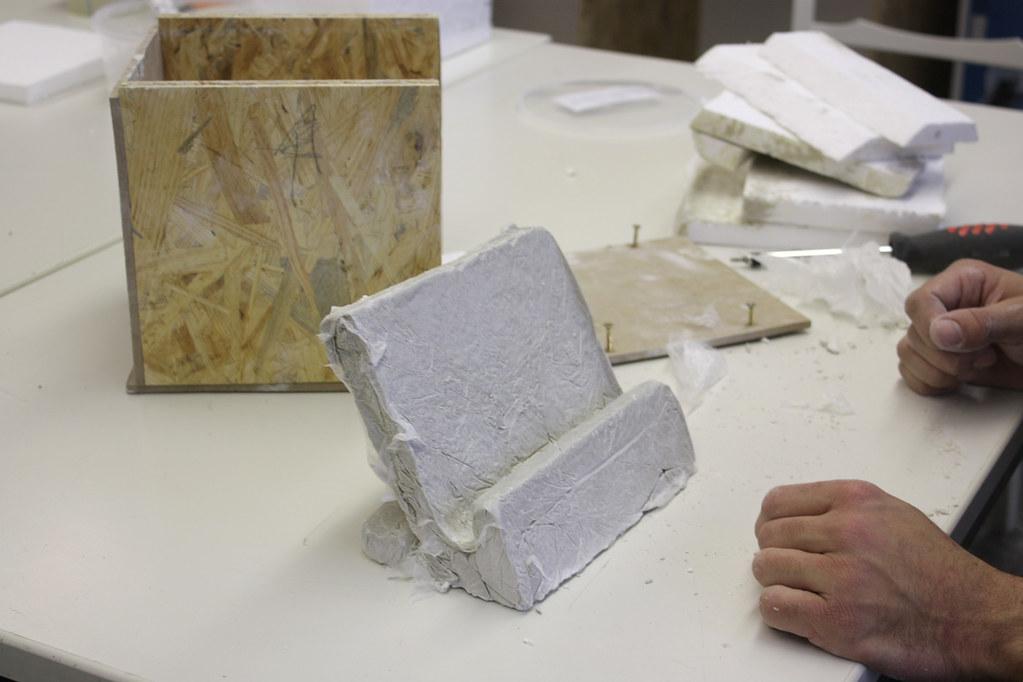 iPad Ständer aus Beton gegossen und frisch gepellt
