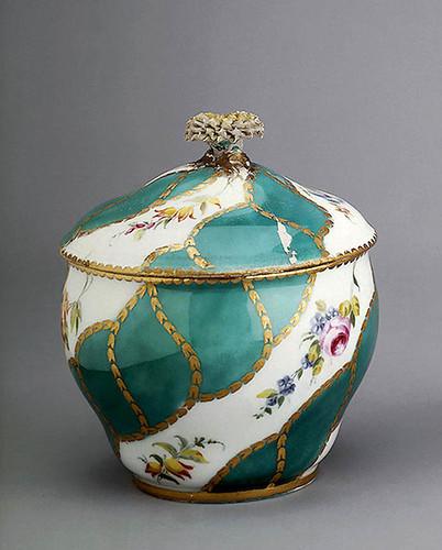 012- Azucarero- Porcelana de Sèvres –Porcelana de Sèvres 1756- Copyright ©2003 State Hermitage Museum. All rights reserved