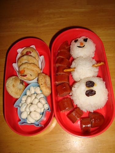 Snowman onigiri,all beef hot dog,m&m cookies,yogurt covered raisins 12-08 by Rina Ameriasianbento