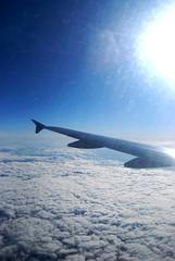 Rumbo al Sol (Mariano Rupérez) Tags: blue sky azul clouds air cielo ala nubes avión volar
