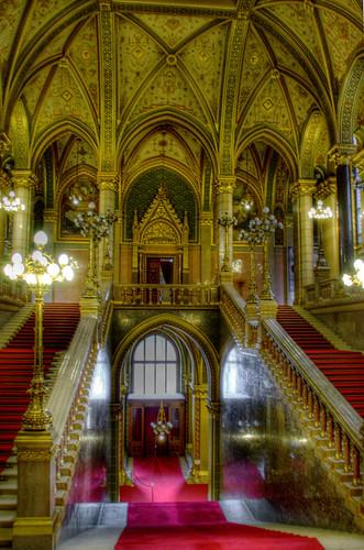 Parliament entrance. Budapest. Entrada al parlamento