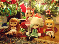 family portrait, December 16 (maidensuit) Tags: christmas family portrait paris tree ice girl lights dolls gifts blythe prima dolly simply dear peppermint lele rune