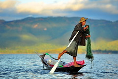 Another day in Paradise... (nawapa) Tags: life lake countryside fisherman myanmar inle shan earthasia nawapa