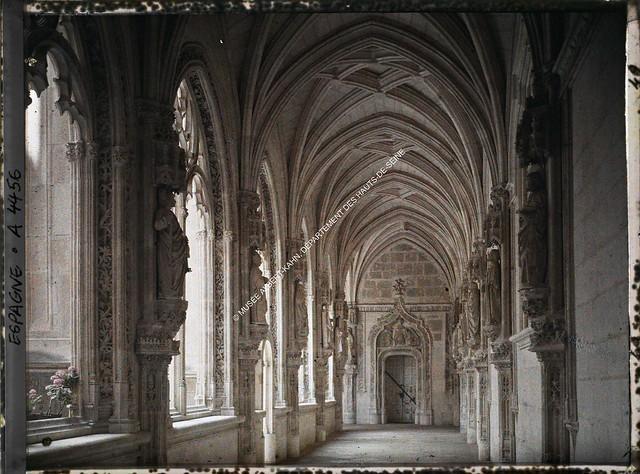 Claustro del Monasterio de San Juan de los Reyes entre el 15 y el 17 de junio de 1914. Autocromo de Auguste Léon. © Musée Albert-Kahn - Département des Hauts-de-Seine