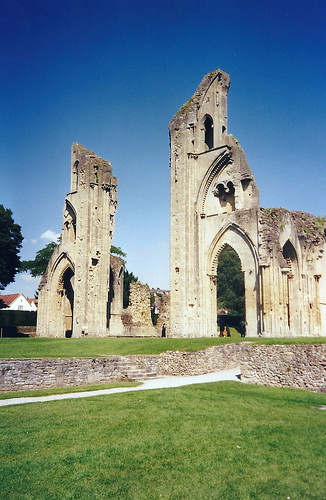 Ruins of Glastonbury Abbey - Copyright R.Weal 1998