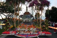 Beverly Hills on Rose Parade 2011 (Prayitno / Thank you for (10 millions +) views) Tags: california ca city roses rose parade hills most trophy beverly pasadena tor entry mayors outstanding 2011 tournamet cityofdreamscometrue konomark